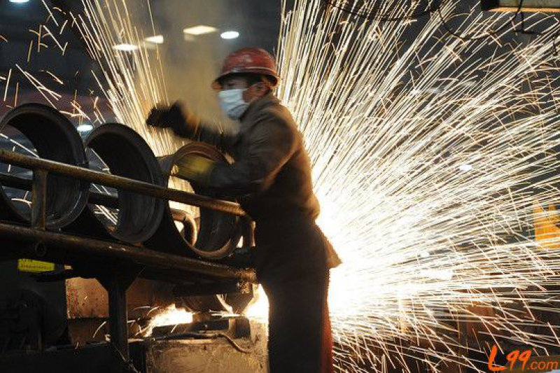 Chinese steel export hits record high in Nov. with lower iron ore import