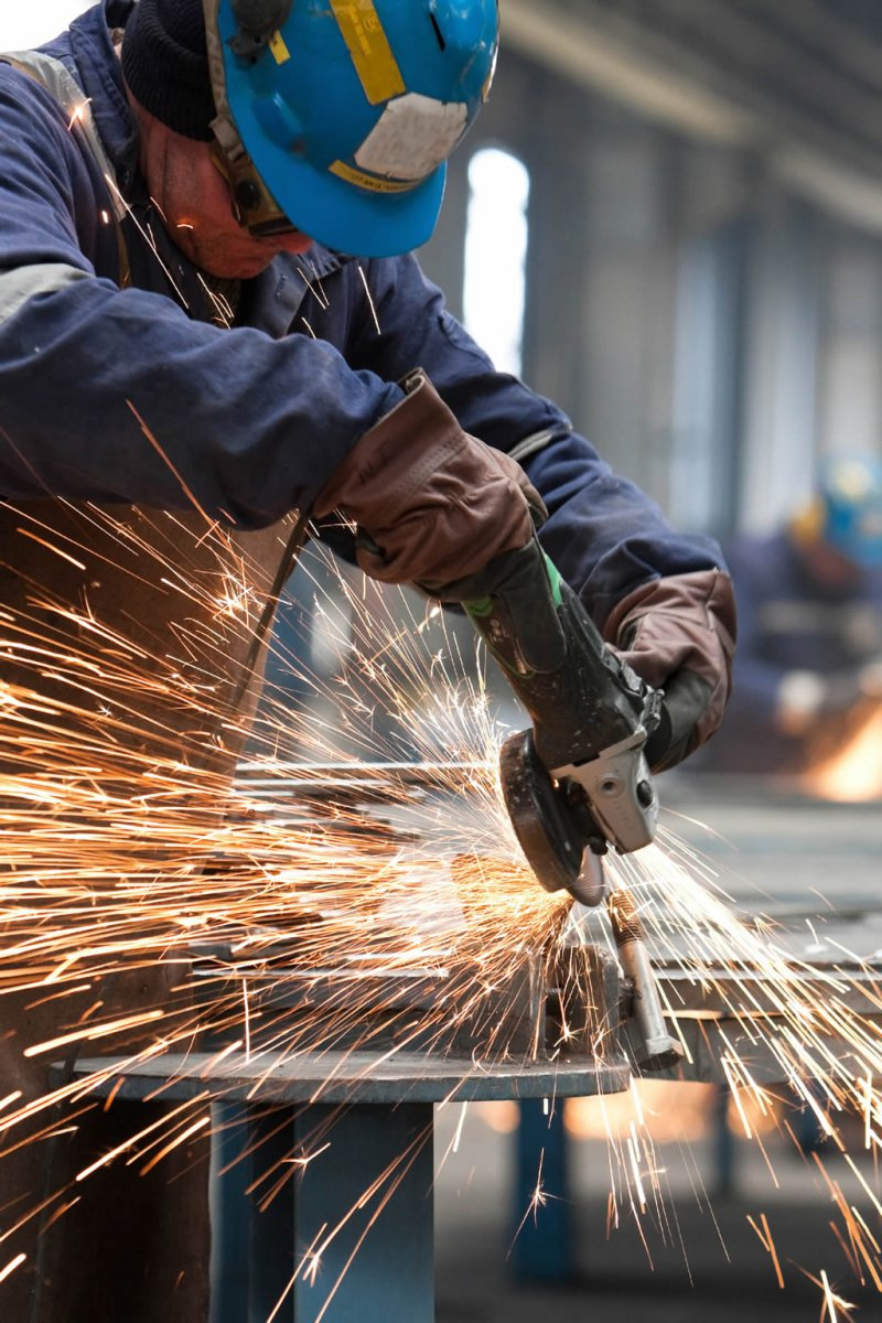 Chinas industrial production estimated to rise 8.3 pct in 2014, MIIT