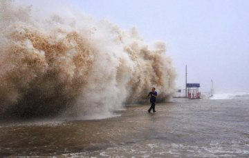 Nearly 5,000 evacuated as Typhoon Soudelor approaches SE China