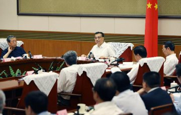Premier urges business admin streamlining