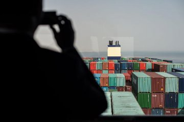 China probes into arbitrary charges on foreign trade enterprises