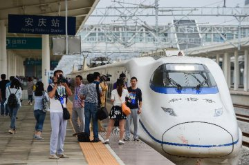 High-speed trains make China smaller, give tourists better mobility