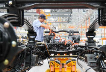 China Focus: China factory data picks up, long-term outlook positive