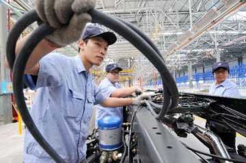 China ministry to formulate, revise standards of 13 industries