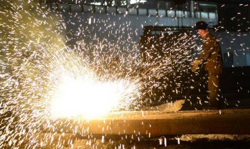 China Sept. steel PMI down 1 percentage point m-o-m to 43.7pct, CFLP