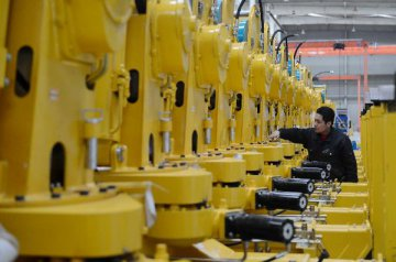 Chinas manufacturing PMI rises to 49.8 in Sept.