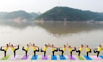 Chinese seek health through yoga, though injuries possible