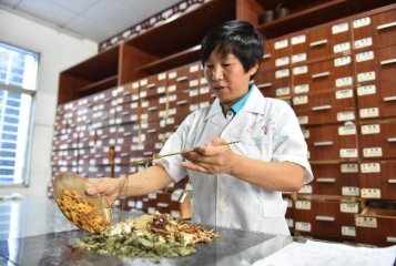 Chinese doctors confident in future of TCM