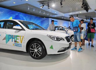 Shanghai likely to keep providing free license plates for NEVs