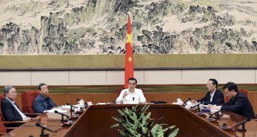Premier stresses financial reform to better serve real economy