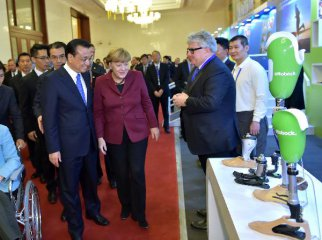 Chinese premier holds talks with German chancellor