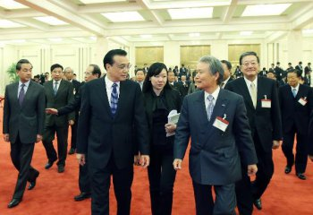 Chinese premier urges Japanese business leaders to improve bilateral ties