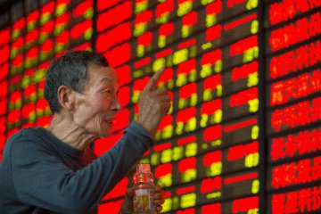 Chinese shares mixed Thu as bluechips, small-caps diverge