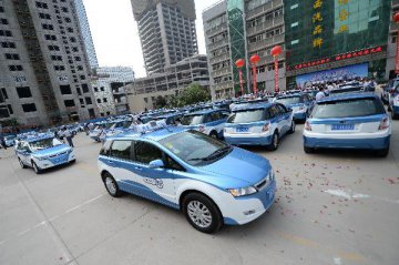 China Exclusive: China hails new taxi regulations