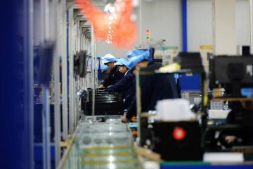 Chinas industrial output up 5.6 pct in October