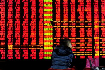 Chinese shares close higher on Monday