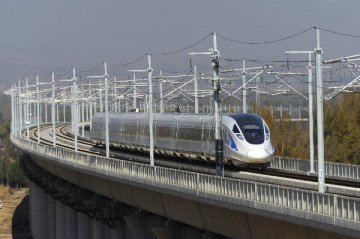 Chinese high-speed train passes speed test at 385 kph