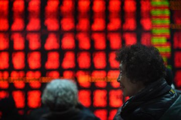 Chinese shares rebound sharply Thu, led by small caps
