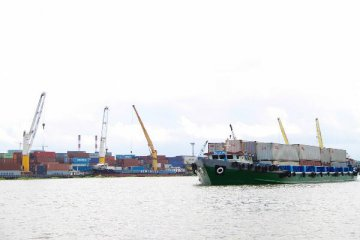 China supports domestic firms to build and run overseas ports, official