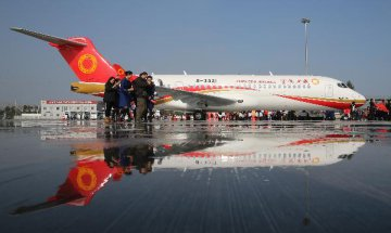 China Focus: Chinas first regional jet delivered