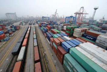 Chinas November foreign trade drops 4.5 pct