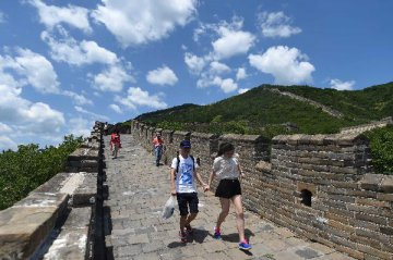 Beijing mulls relaxing residency rules for migrants