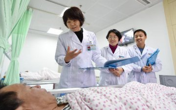 Chinese legislators urge deepened reform on public hospitals