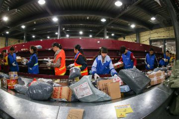 Chinas express deliveries booming in 2015