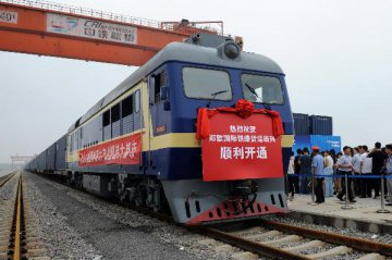 Chinas rail freight falls sharply in 2015