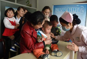 China tries to restore confidence in vaccines following scandal