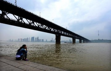 China spends 150 mln yuan in Yangtze bank repairs