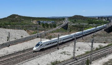 China may lower threshold for urban rail construction: report