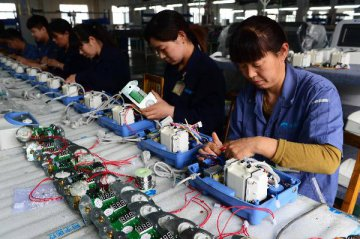 China vows to strengthen manufacturing via Internet