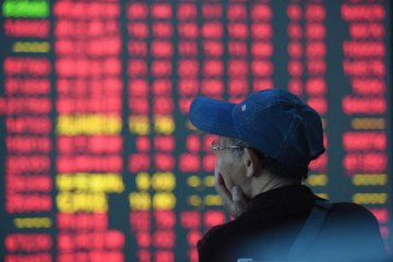 Chinese shares close mixed Wednesday