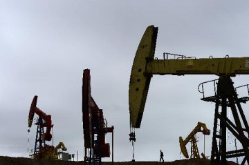 Chinas crude oil output dips further