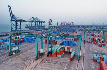 Mainland-Macao trade drops by 31.6 percent: ministry