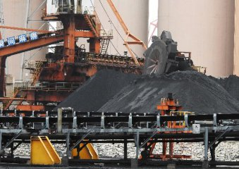 China unveils guideline on steel, coal industry lending