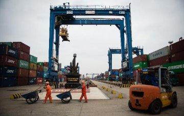 Chinas trade surplus down 9.1 pct in 2016