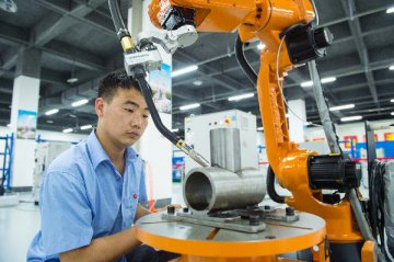 China likely to remain top engine of global growth: NBS