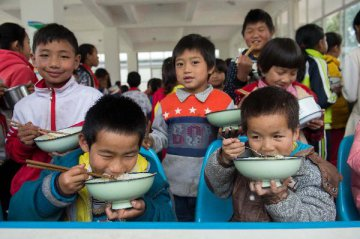 Chinas local governments set poverty reduction goals