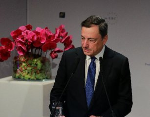 ECB to incarease asset purchasing if inflation outlook subdued: president