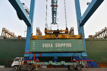 China Focus: Chinas January trade restores momentum, pressure remains