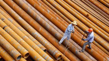 China crude steel output rises slightly in 2016
