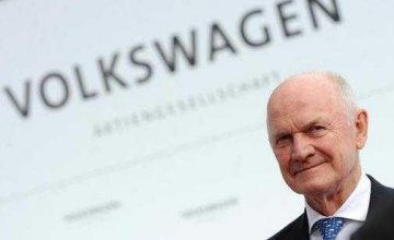 Former Volkswagen chairman mulls sale of controlling stake