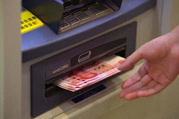 Cash withdrawals fall in China as mobile payments grow
