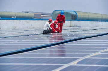 Chinas photovoltaic power generation surges in Q1