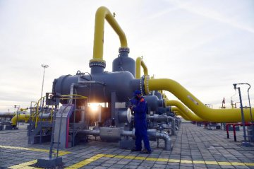 China-Russia oil pipeline delivers 100 mln tonnes
