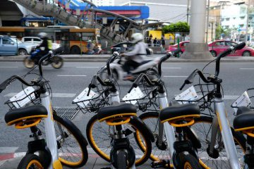 China considers regulating booming bike-sharing services