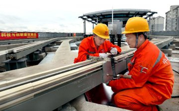 Chinas economy steadies on structural upgrade