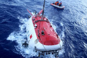 China to upgrade submersible Jiaolong before 2019